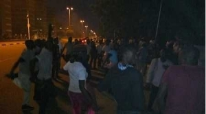 Touching! 2000 Nigeria Immigration Protesters Allegedly Slept in Front of Aso Villa Last Night (See Photo)